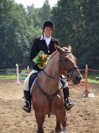 Фото лошади рыже-чалой масти. Дама на коне