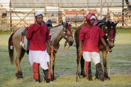 Манипури пони с хозяевами, фото
