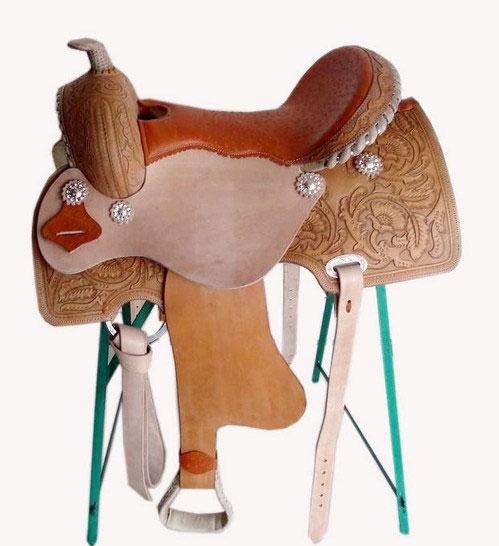 Ковбойское седло отличается от испанского наличием спицефического рожка