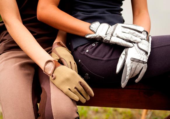 Перчатки бывают разные от хлопковых и до кожаных