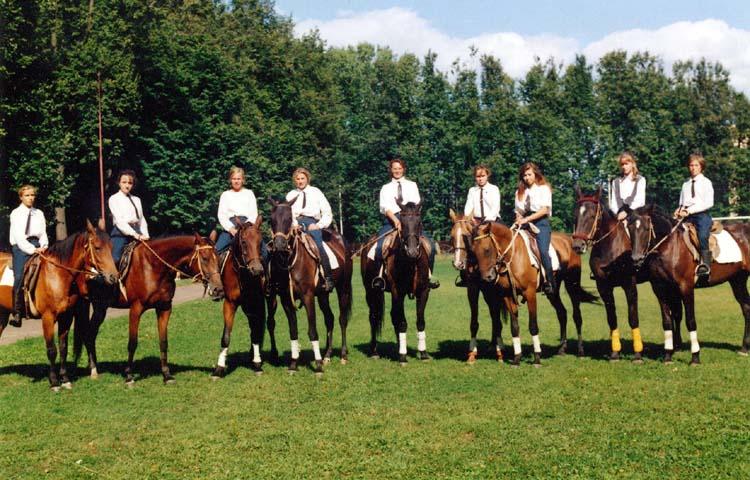 Обучение лошади ложиться Старый Друг